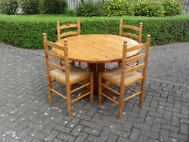 Round Dining Room Table in Solid Pine with 4 Chairs
