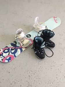 Girls Snowboard ONLY USED ONCE Roxy boots and bindings included