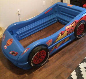 Little Tikes Lightning Racing  Car Bed
