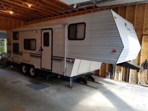 24.5 ft Salem Lite 5th Wheel - Immaculate Condition