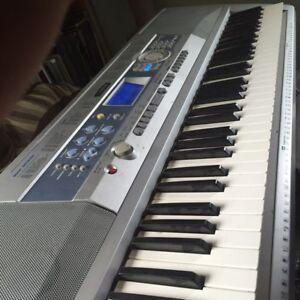 Yamaha Portable Grand DGX- 200