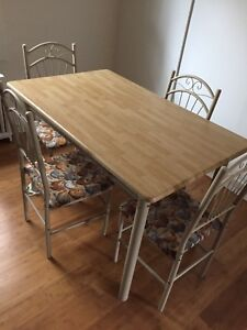 Table and chairs set for sale