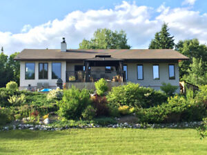 Beautiful Family Home on Lakeshore Drive For Sale