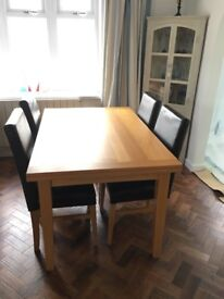 Beautiful Quality Extending Solid Oak Dining Table and 4 Oak and Genuine Leather Chairs