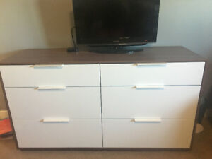 6 drawer dresser and matching nightstands