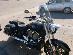 PRICED TO SELL !!!! 2011 VICTORY CROSS ROADS