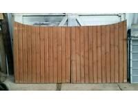 Wooden gates (1 pair)