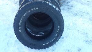 A vendre:  . 4 pneus  T/A  BFGoodrich /For sale: 4 T/A BFGoodric