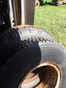 10.00R 20 tires