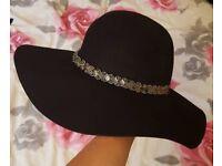 £5 Miss Selfridges hat. Excellent condition. kapelusz