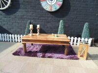 SOLID MEXICAN WOOD LARGE COFFEE TABLE VERY HEAVY TABLE AND IN EXCELLENT CONDITION 112/61/41 cm £45