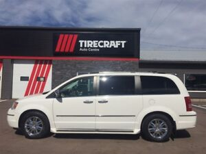 2010 Chrysler Town & Country Sunroof, leather heated seats, 1 OW