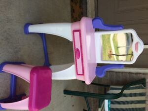 Toy vanity for toddler