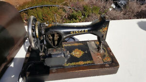 Vintage Singer sewing machine. Rough condition.