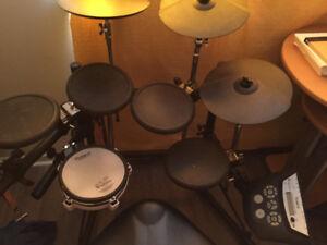 Roland td-6 complet avec drum throne dw 9000 !! Une aubaine!!