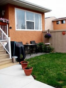 ***3 BEDROOM IN CLAIRVIEW...MOVE IN NOW!!!***