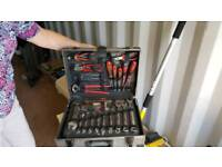 HALFORDS COMPLETE 114 TOOL SET IN CASE