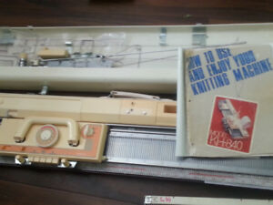 Brother KH-840 knitting machine, Ribber KR-850, accessories