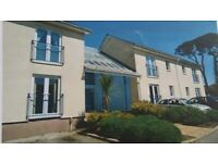 1 bedroom flat for rent. Quiet area of Redruth with onsite parking.