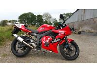 Red Yamaha R6 599cc