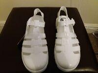 Juju white jelly sandals size 6 never worn