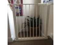CHILD STAIRS/SAFETY GATES