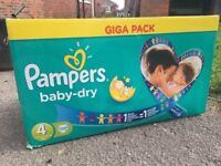 120 pampers nappies size 4