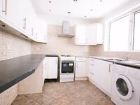 RM8- Bacontree/Dagenham 3 bedroom End-Terrace House with Private Garden off street parking