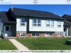 FURNISHED UTILITIES Inc. 3bd MainFloor Lacombe