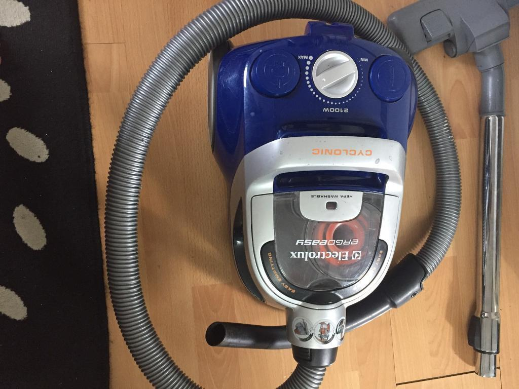 ELECTROLUX BAGLESS VACUUM CLEANER. 2100 Watts. Mint Condition.