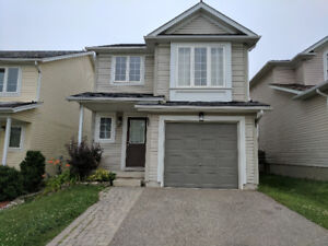 Gorgeous 3 bedroom single house in west Waterloo for rent