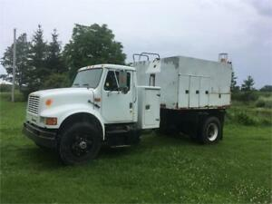 1993 International Enclosed Dump Box Truck