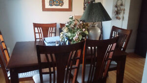 Dinning table with additional leaf and 6 chairs