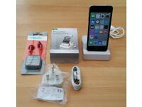 iPod Touch 5th Gen, Silver, 16GB + Extras, Good Working Order