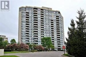 Renovated 2BR/2BATH in high demand building in Thornhill