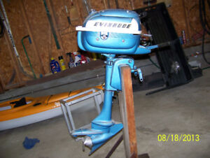 Small outboard motor support- dry land