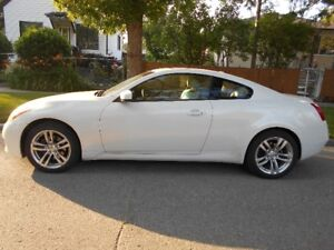 2009 Infiniti G37x Coupe (2 door) *AWD*Leather*Sunroof*