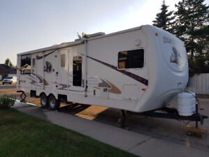 2006 Cedar Creek Silverback with King Bed