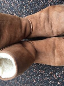 Used Light Brown Uggs Size 4-6
