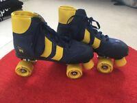 ROLLER SKATES & CARRY BAG