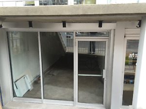 Street front store with front Terrasse very well located well ex