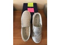 New look size 6 slip on type trainers