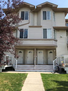 2 bed Coach Home in Millwoods Move in TODAY!