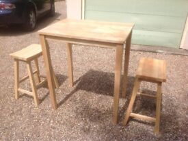 Kitchen table and 2 stools