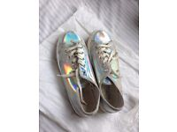 WOMEN'S HOLOGRAPHIC FLAT SHOES - SIZE 7, GREAT CONDITION.