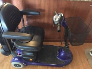 Triporteur invacare (scooter)