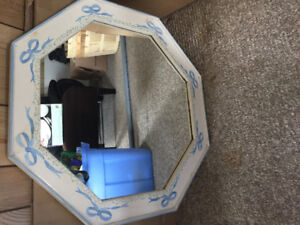 BEAUTIFUL HAND PAINTED MIRROR IN EXCELLENT CONDITION