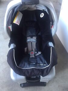 Graco Classic Connect Car seat and Base