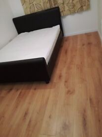 Clean double room close to harrow on the hill station