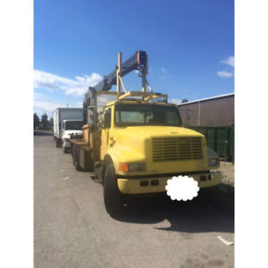 1990 BOOM TRUCK URGENTLY SELLING!!